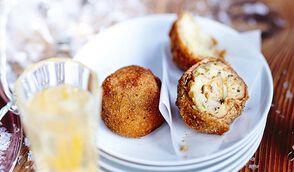 Cromesquis de pomme de terre aux truffes et au foie gras