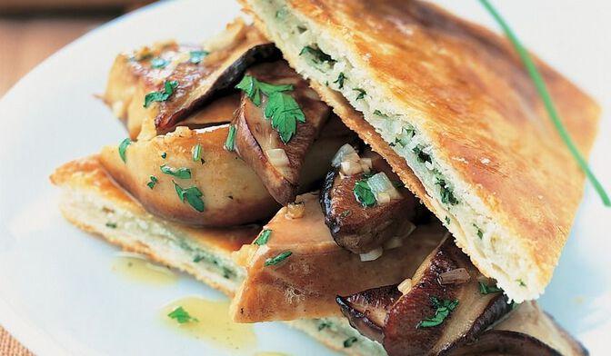 Foie gras et cèpes en croûte persillée
