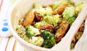 Salade de poulet, céréales croustillantes et fleurettes au curry