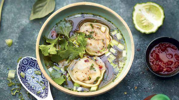 Soupe chinoise et ses bouchées vapeur au poulet