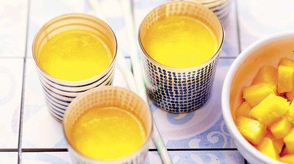 Smoothie mangue-orange-coco