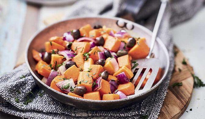 Courge butternut grillée aux oignons rouges grillés et olives