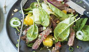 Salade de bœuf thaï à l'ananas