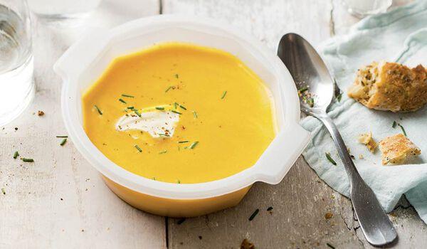 Soupe courge butternut, crème fraîche, ciboulette
