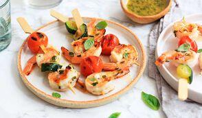 Brochettes de crevettes marinées au pamplemousse et basilic à la plancha