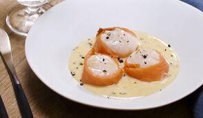 Saint-Jacques au saumon fumé, sauce beurre-citron