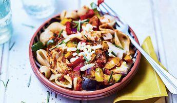 Emincés de poulet, conchiglie complètes, légumes