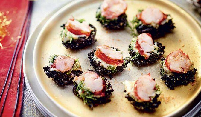 Bouchées de homard et risotto à l'encre de seiche