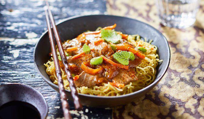 Bœuf aux oignons et nouilles chinoises aux légumes