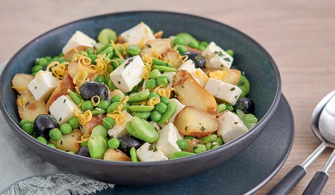 Salade de pommes de terre, fèves, petits pois, feta