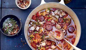 Cocotte de poulpe aux herbes, riz et chorizo