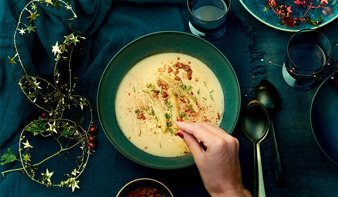 Velouté d'asperges blanches, feuillets à la cannelle