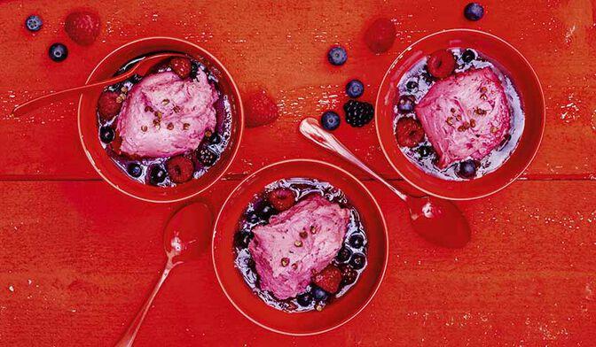 Yaourt glacé et coulis de fruits rouges, poivre de Sichuan
