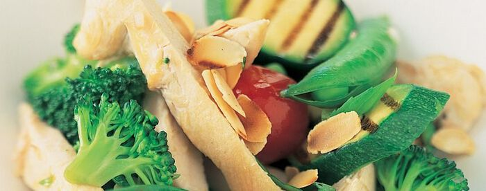 Salade de volaille et légumes verts au basilic
