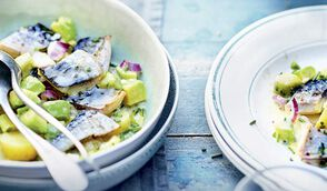 Salade tiède de maquereau pomme de terre et avocat, sauce beurre-citron