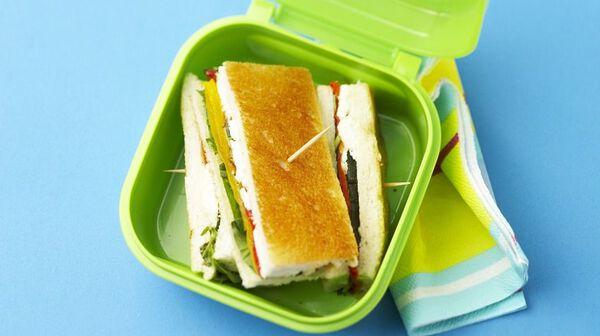 Sandwich feta et légumes grillés