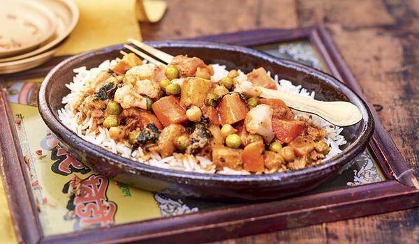 Curry de légumes et riz cuisiné