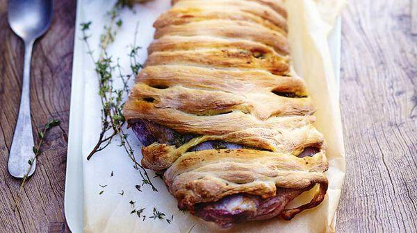 Gigot en croûte de pain à l'anchoïade et au thym