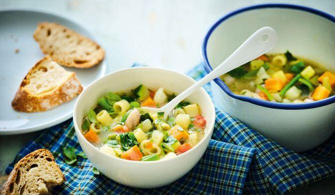 Légumes pour potage minestrone bio, France