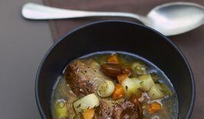 Pot au feu de foie gras et mirabelles poêlées aux noix