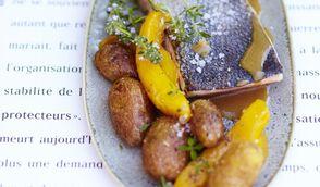 Saumon mi-cuit à la mangue, sauce acidulée