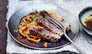 Tataki de thon, salade de carottes à la coriandre