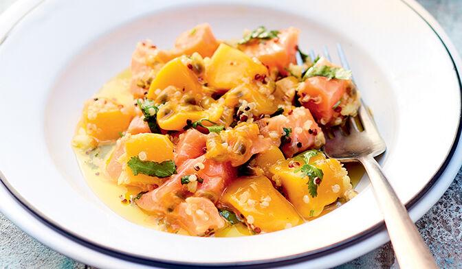 Tartare de saumon au fruit de la passion, mangue et quinoa