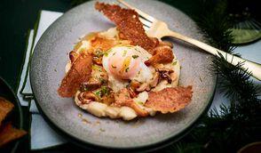 Œuf parfait, poêlée de champignons, craquant de sarrasin et purée légère