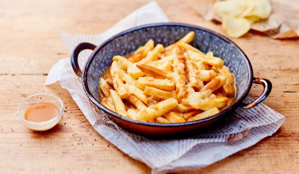 Poutine, frite, sauce brune et fromage