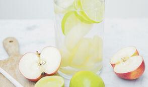 Eau détox L'acidulée pommes et citron vert par Margot du blog Bien dans mon slip