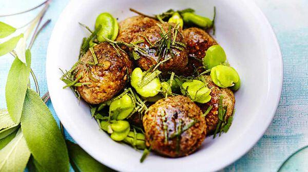 Boulettes de sarrasin aux herbes, fèves au beurre de sauge