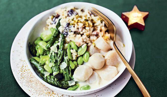Saint-Jacques*, risotto aux morilles,poêlée de fèves et asperges, sauce