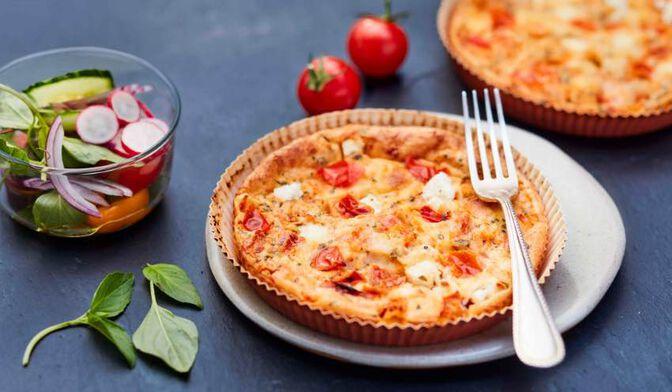 2 clafoutis aux tomates et aux fromages de chèvre et de brebis