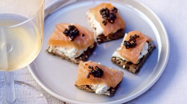Cheesecakes cœur de saumon déco caviar