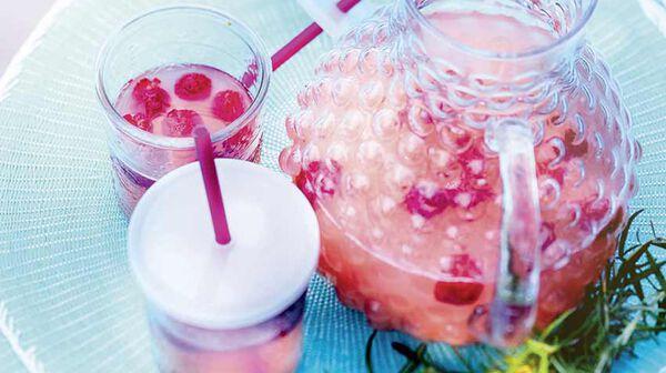 Eau aromatisée à la rhubarbe et au romarin