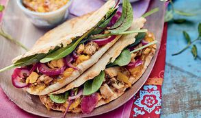 Sandwich naan et chutney de mangue
