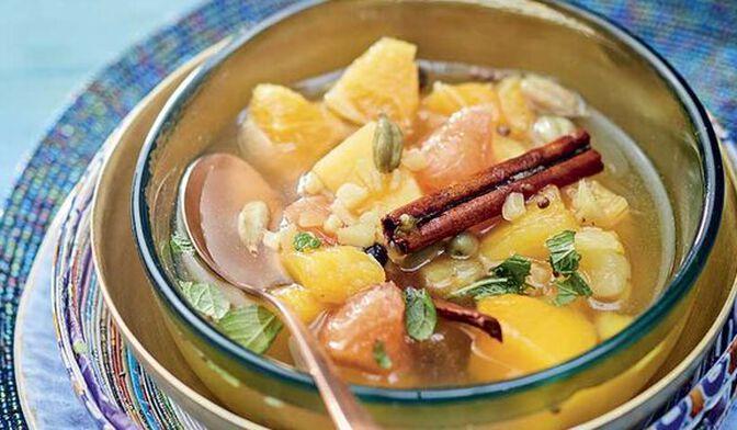 Fruits exotiques infusés façon tchai indien aux épices douces et amandes caramélisées