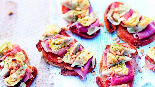 Bruschetta au jambon San Daniele et aux artichauts grillés par Alba Pezone