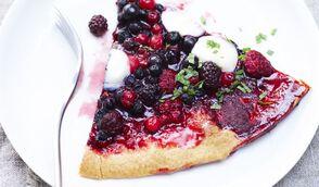 Tarte façon pizza aux fruits rouges et mozzarella