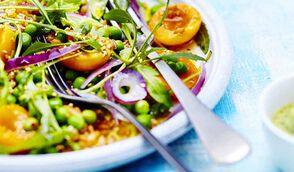 Salade de petit épeautre, petit pois, abricot, roquette, sauce avocat-tahini