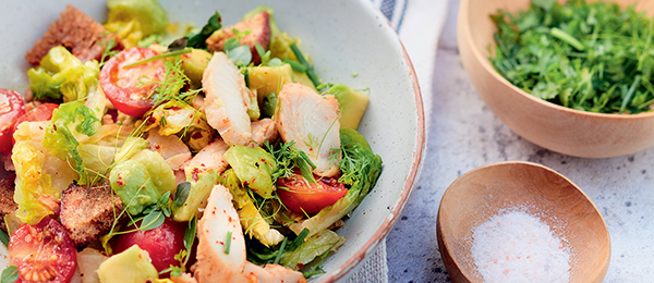 Recette salade de poulet, tomates cerises, avocat et croutons