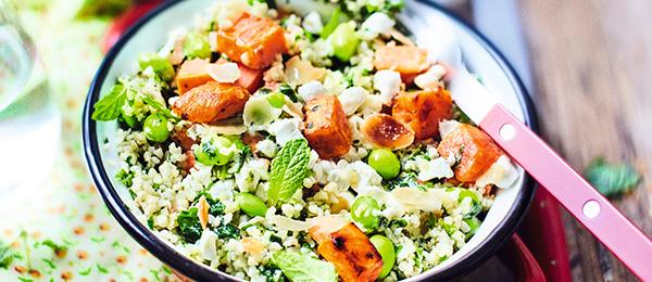 Patate douce grillée, boulghour, légumes verts, chèvre, sauce aux herbes bio + d'équilibre